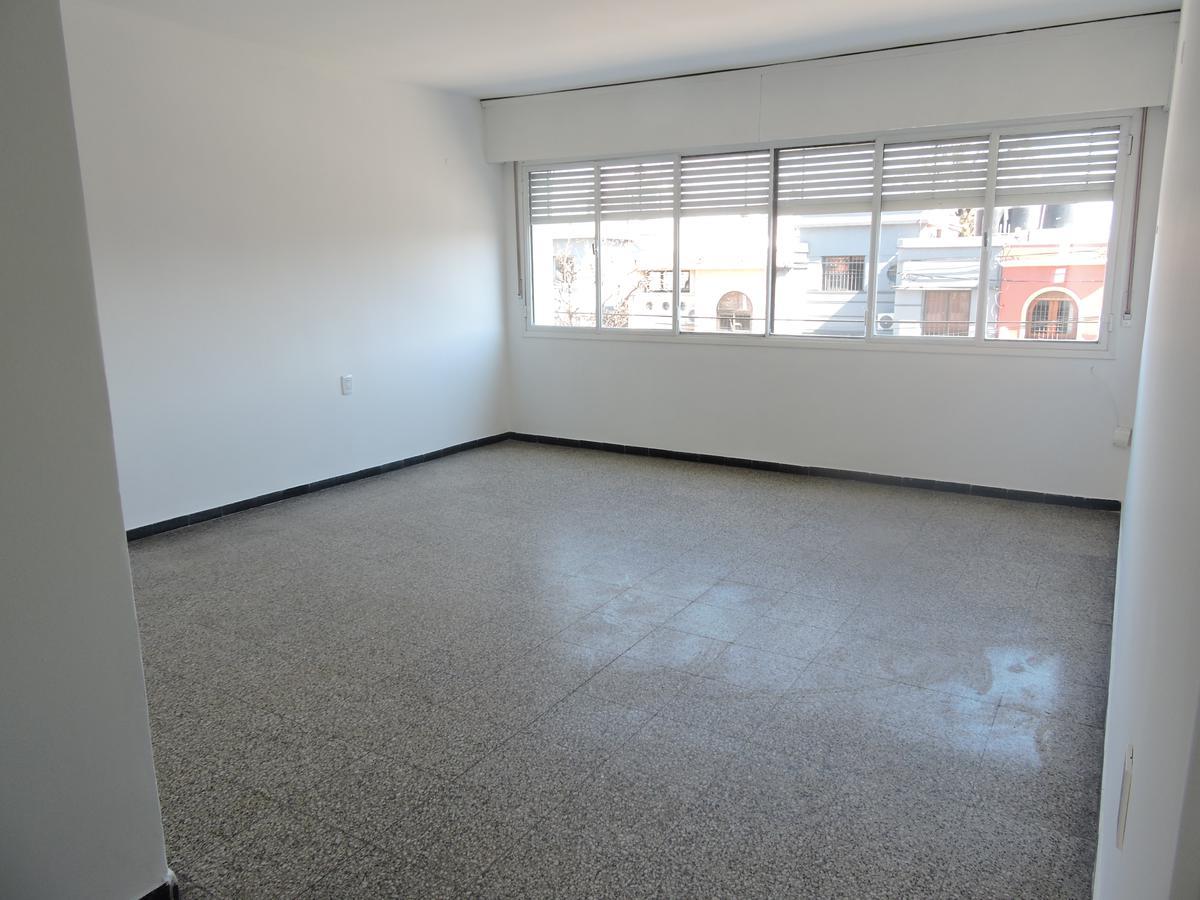 Foto Apartamento en Alquiler en  La Blanqueada ,  Montevideo  AMPLIO CON PATIO  - 2 dorm - CASI 100 M2