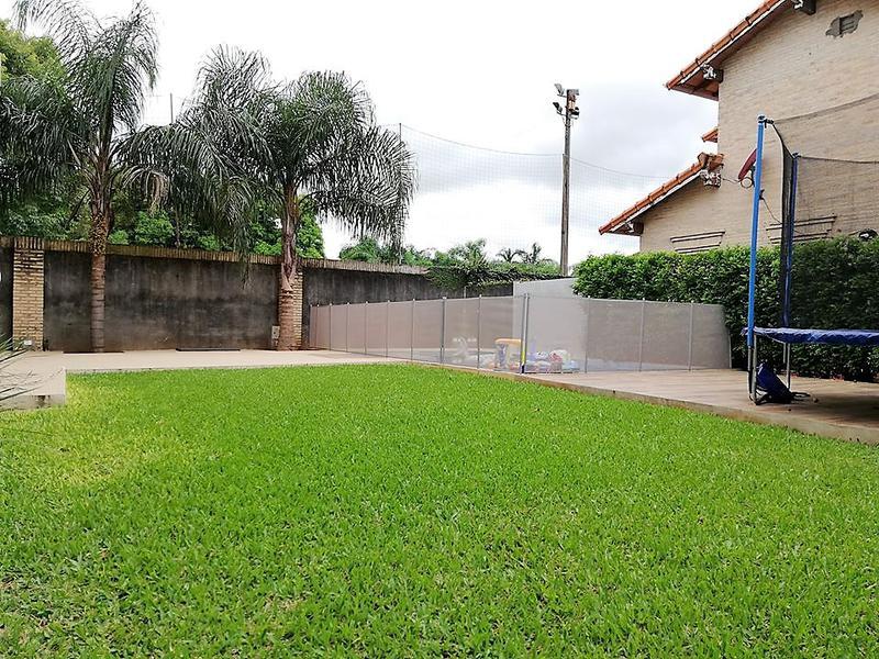 Foto Casa en Venta en  Luque,  Luque  Luque, barrio cerrado