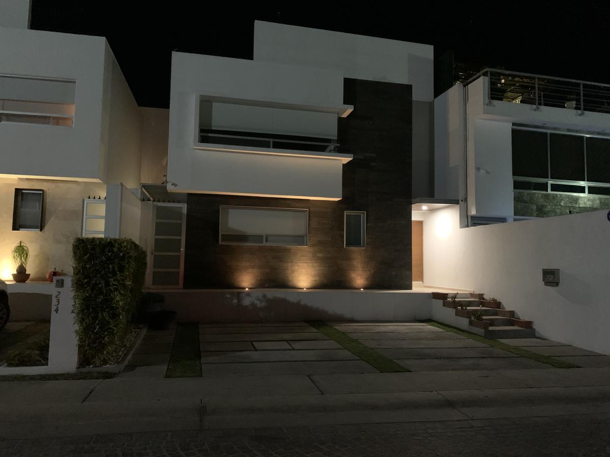 Foto Casa en Renta en  Querétaro ,  Querétaro  CASA EN RENTA CUMBRES DEL LAGO JURIQUILLA CUATRO REC.