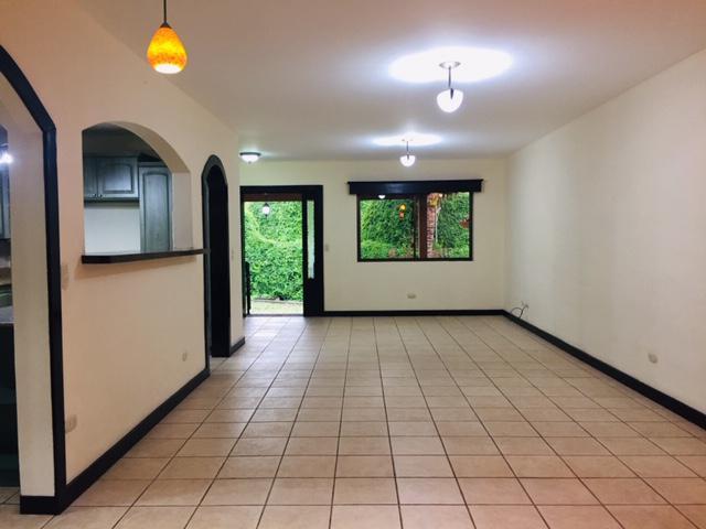 Foto Casa en condominio en Venta en  Escazu,  Escazu  INVERSIÓN/ ALQUILADA/ Escazú / 3 habitaciones / Buena Iluminación