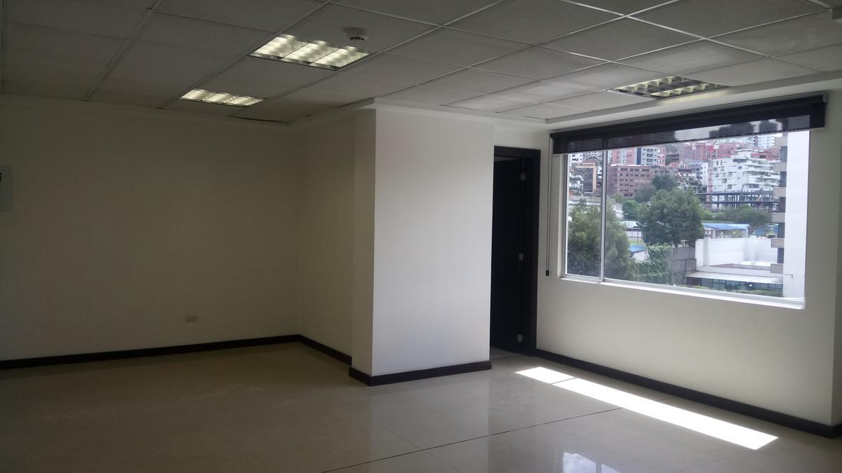 Foto Oficina en Alquiler en  Centro Norte,  Quito  Arriendo amplia oficina sobre la 6 de diciembre sector TSE