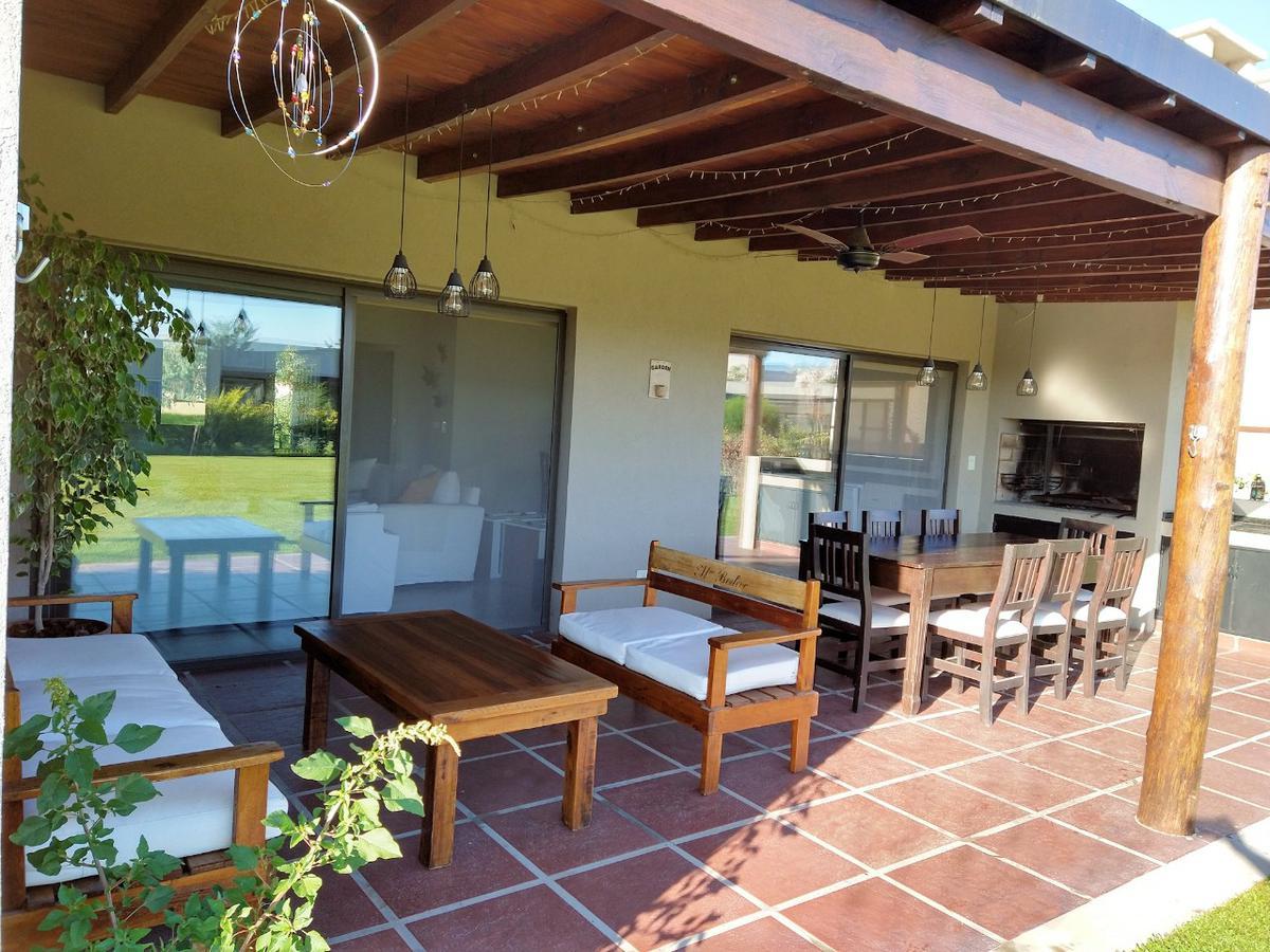 Foto Casa en Venta en  El Canton - Norte,  Countries/B.Cerrado (Escobar)  Muy buena casa amoblada con pileta