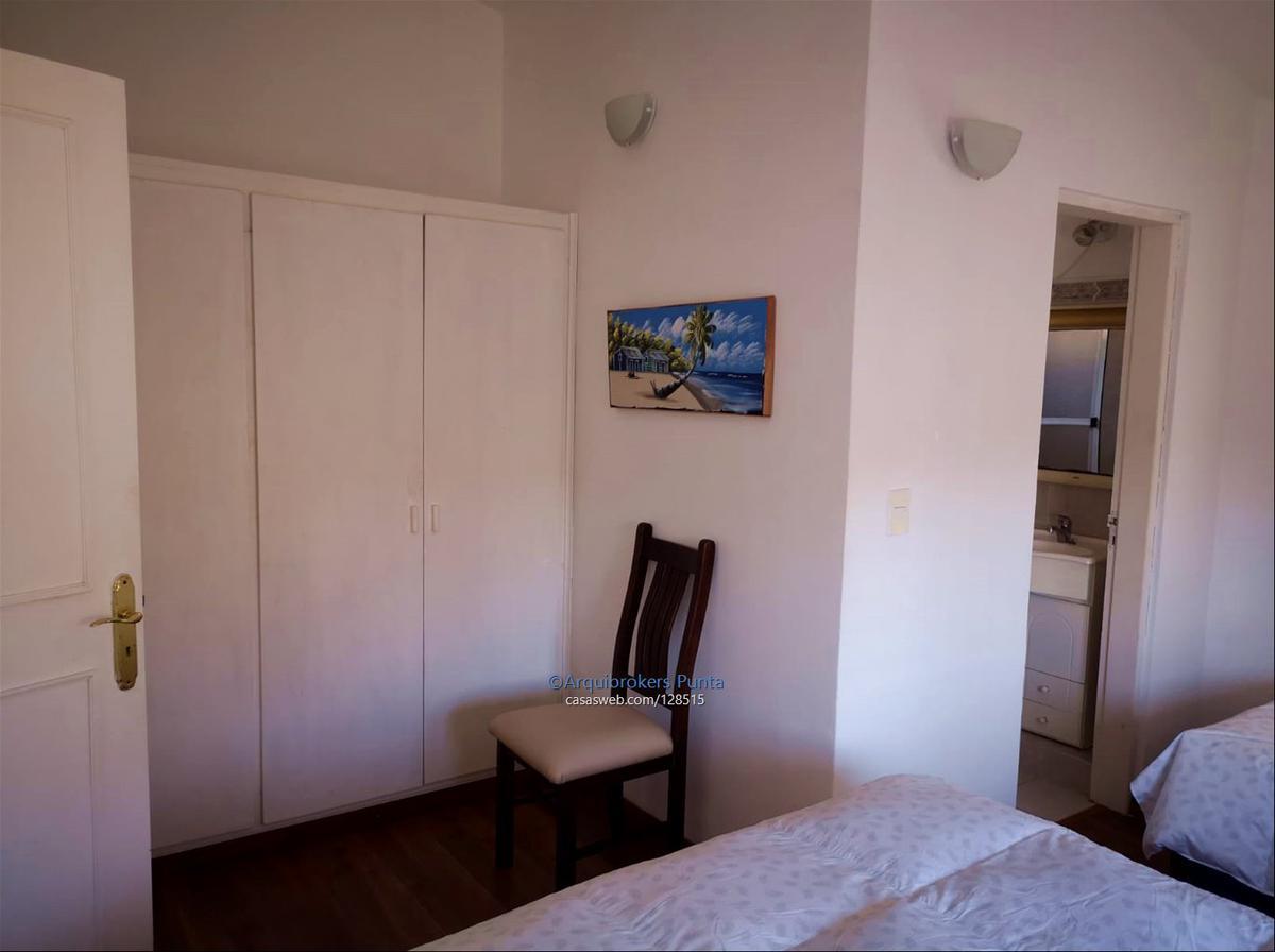 Foto Casa en Venta en  Playa Mansa,  Punta del Este  Casa de 5 dormitorios en venta en La Mansa
