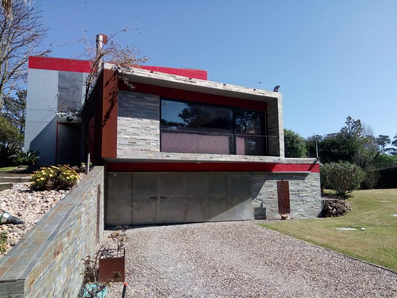 Foto Casa en Venta en  Rincón del Indio,  Punta del Este  Moderna Residencia Minimalista a 2 cuadras de la Playa