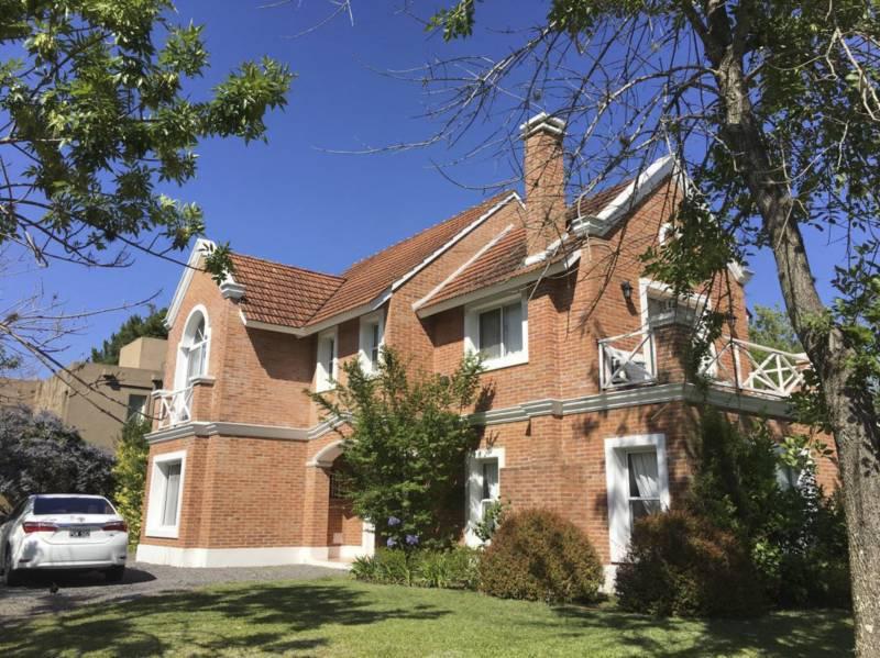 Foto Casa en Alquiler temporario en  Santa Maria De Tigre,  Countries/B.Cerrado (Tigre)  Agustin Garcia  al 6300