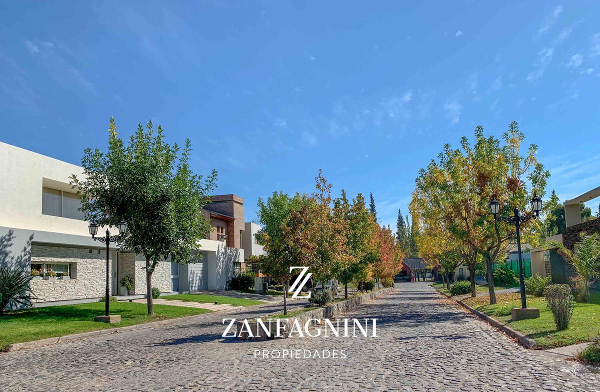 Foto Casa en Venta en  Guaymallen ,  Mendoza  Bº Del Pilar