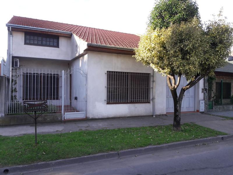 Foto Casa en Venta en  Lomas de Zamora Oeste,  Lomas De Zamora  Oliden 1245