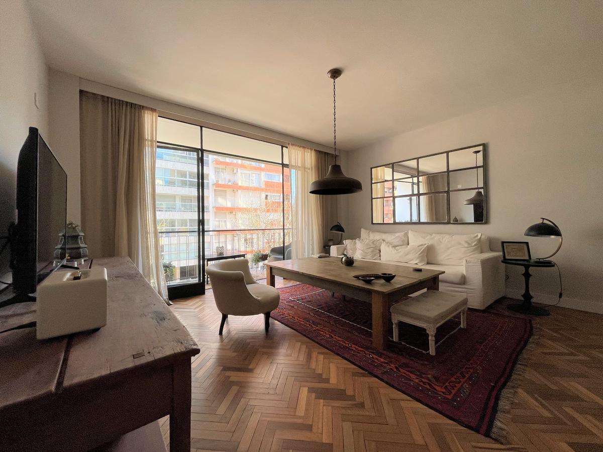 Foto Apartamento en Alquiler en  Pocitos ,  Montevideo  Amplio apartamento reciclado.