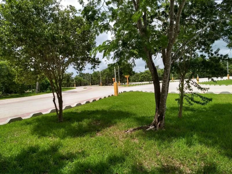 Foto Terreno en Venta en  Lagos del Sol,  Cancún  Terreno, Lote Cancun, Residencial Lagos del Sol, Casa Club, Amenidades