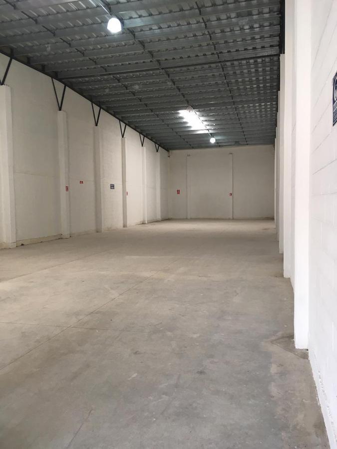Foto Bodega Industrial en Renta en  Pueblo Tixcacal Opichen,  Mérida  Bodega Industrial DE 900m² con 3 andenes de descarga propios, 63 m² de oficinas, 2 baños, acceso por el Periférico Poniente