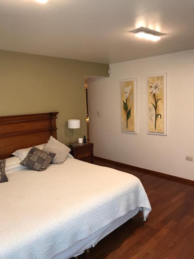 Foto Casa en Venta en  Countries/B.Cerrado (Cordoba),  Cordoba Capital   CASA – 3 DORMITORIOS y 4 baños  EN B° Cerrado PIEDRAS BLANCAS