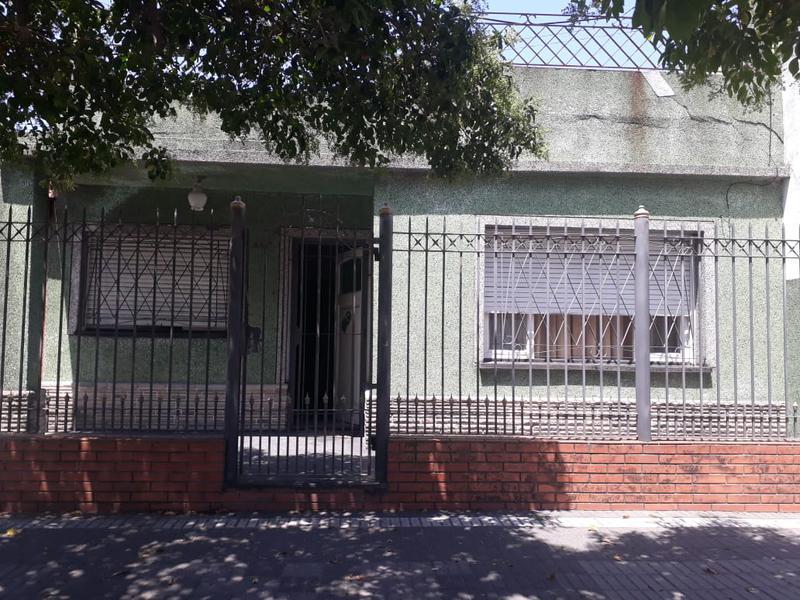 Foto Casa en Venta en  Lanús Oeste,  Lanús  Bolivia al 2000