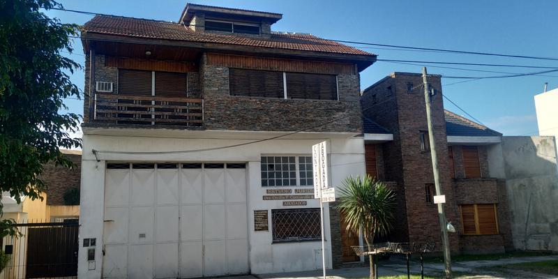 Foto Casa en Venta en  Valentin Alsina,  Lanús  IGNACIO CORTINAS al 1700