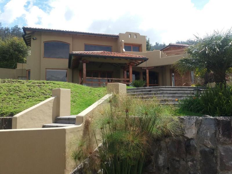 Foto Casa en Alquiler en  Miravalle,  Quito  Cumbayá, Miravalle, hermosa, 4 alcobas, jardines, vista