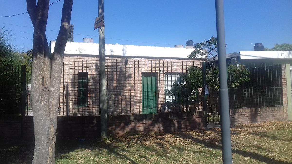 Foto Casa en Alquiler |  en  Granadero Baigorria,  Rosario  Casa de  2 dormitorios - Los Aromos 495 - G. Baigorria