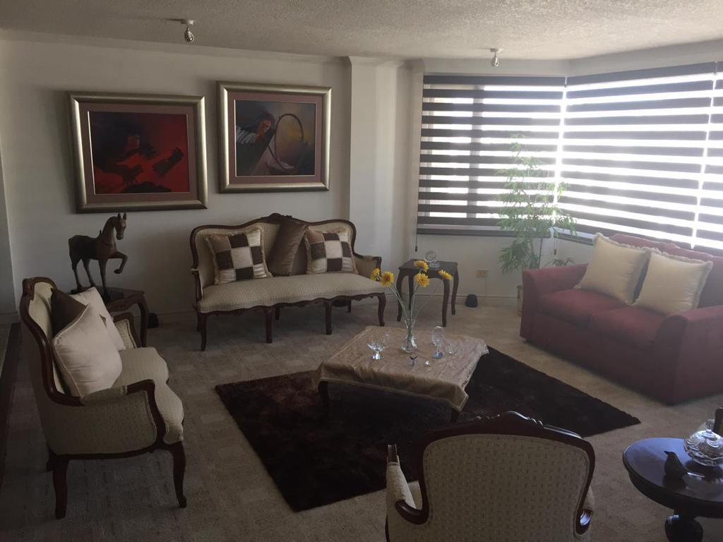 Foto Departamento en Alquiler en  La Carolina,  Quito  QUITO