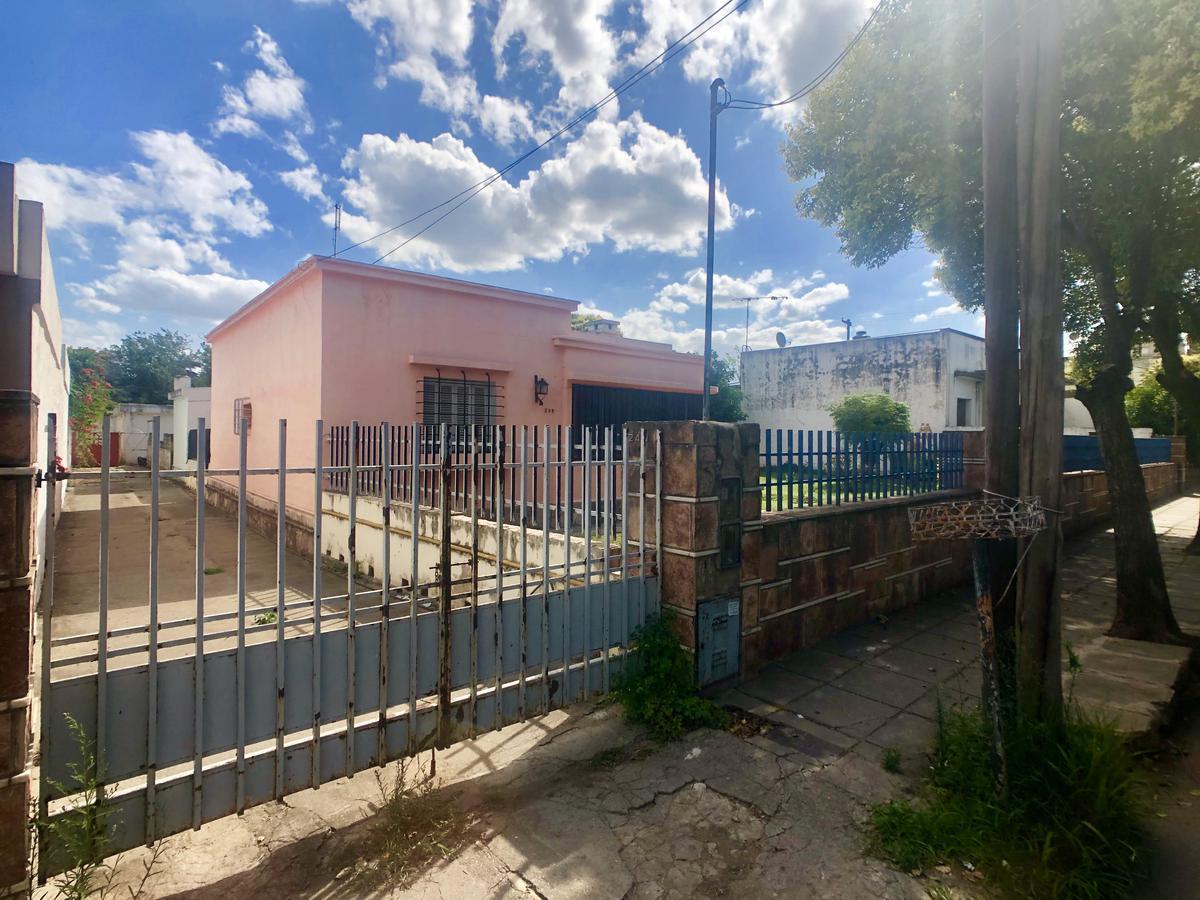 Foto Casa en Venta en  Villa Allende,  Cordoba Capital  Saavedra al 200