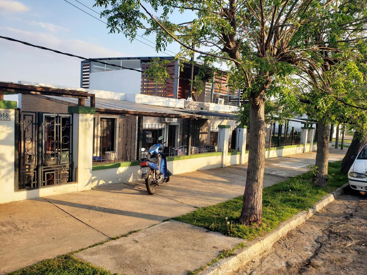 Foto Casa en Venta en  Colonia del Sacramento ,  Colonia  2 casas  en un mismo padrón  con barbacoa y garaje