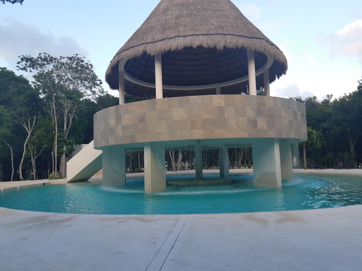 Foto Terreno en Venta en  Puerto Morelos,  Cancún  Carretera Federal Cancún - Playa del Carmen s/n