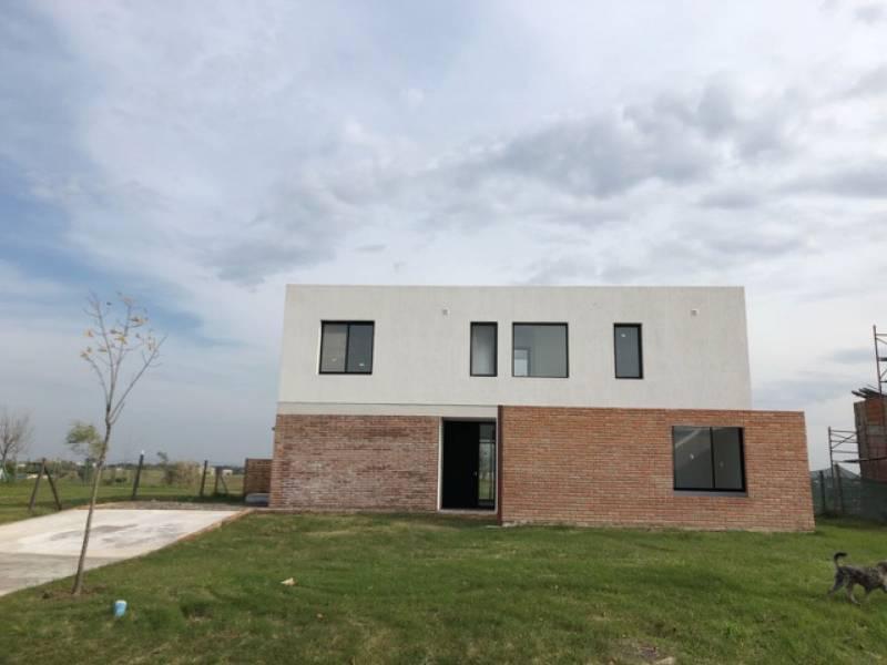 Foto Casa en Alquiler en  El Canton,  Countries/B.Cerrado  Barrio Golf al 300