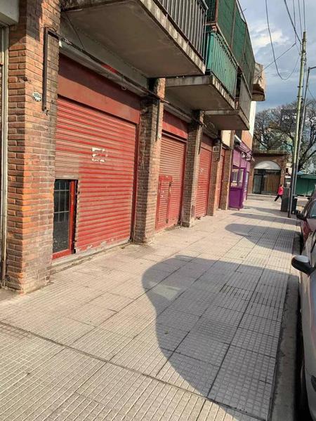 Foto Local en Alquiler en  Liniers ,  Capital Federal  AV. GENERAL PAZ al 10000