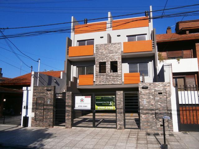Foto Casa en Venta en  Olivos,  Vicente Lopez  DOMINGO F. SARMIENTO entre PARANA y MARIANO MORENO
