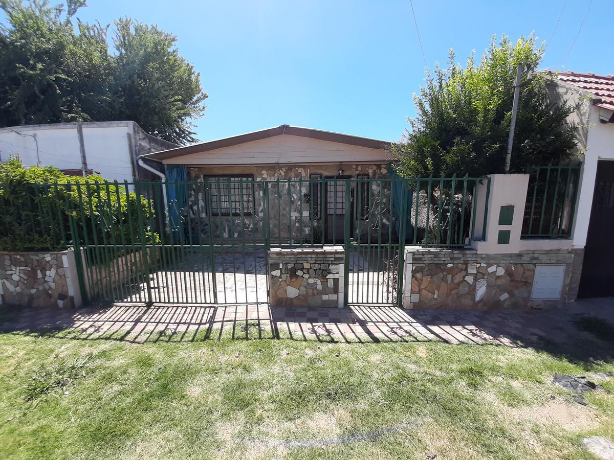 Foto Casa en Venta en  La Guardia,  Rosario  Pje. Yugoslavia