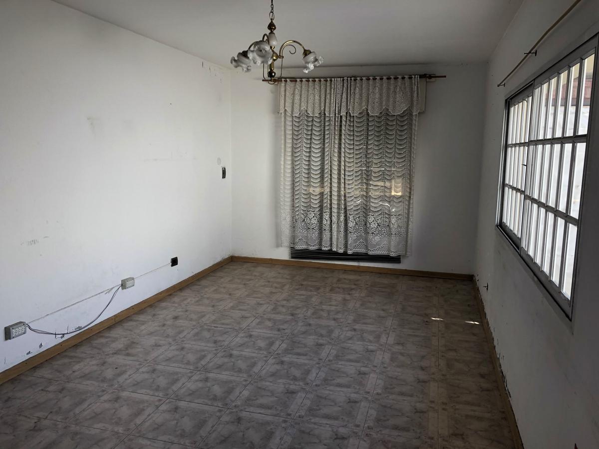 Foto Casa en Venta en  San Andres,  General San Martin  Sarmiento al 2300