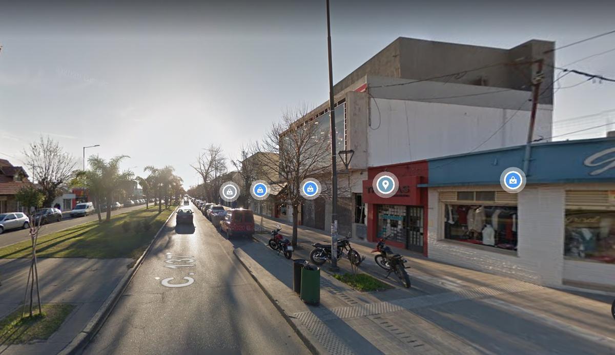 Foto Local en Venta en  Los Hornos,  La Plata  calle 137 1598