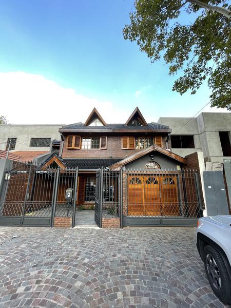 Foto Casa en Venta en  Lomas de Zamora Oeste,  Lomas De Zamora  Monseñor Chimento 46