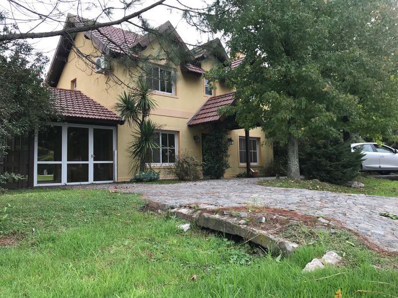 Foto Casa en Alquiler en  Echeverria Del Lago,  Countries/B.Cerrado  Coronel Dupuy  al 6100