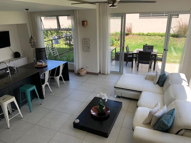 Foto Casa en condominio en Renta en  Santa Ana ,  San José             Moderna/ Pet Friendly/ 4 habitaciones/ Piscina