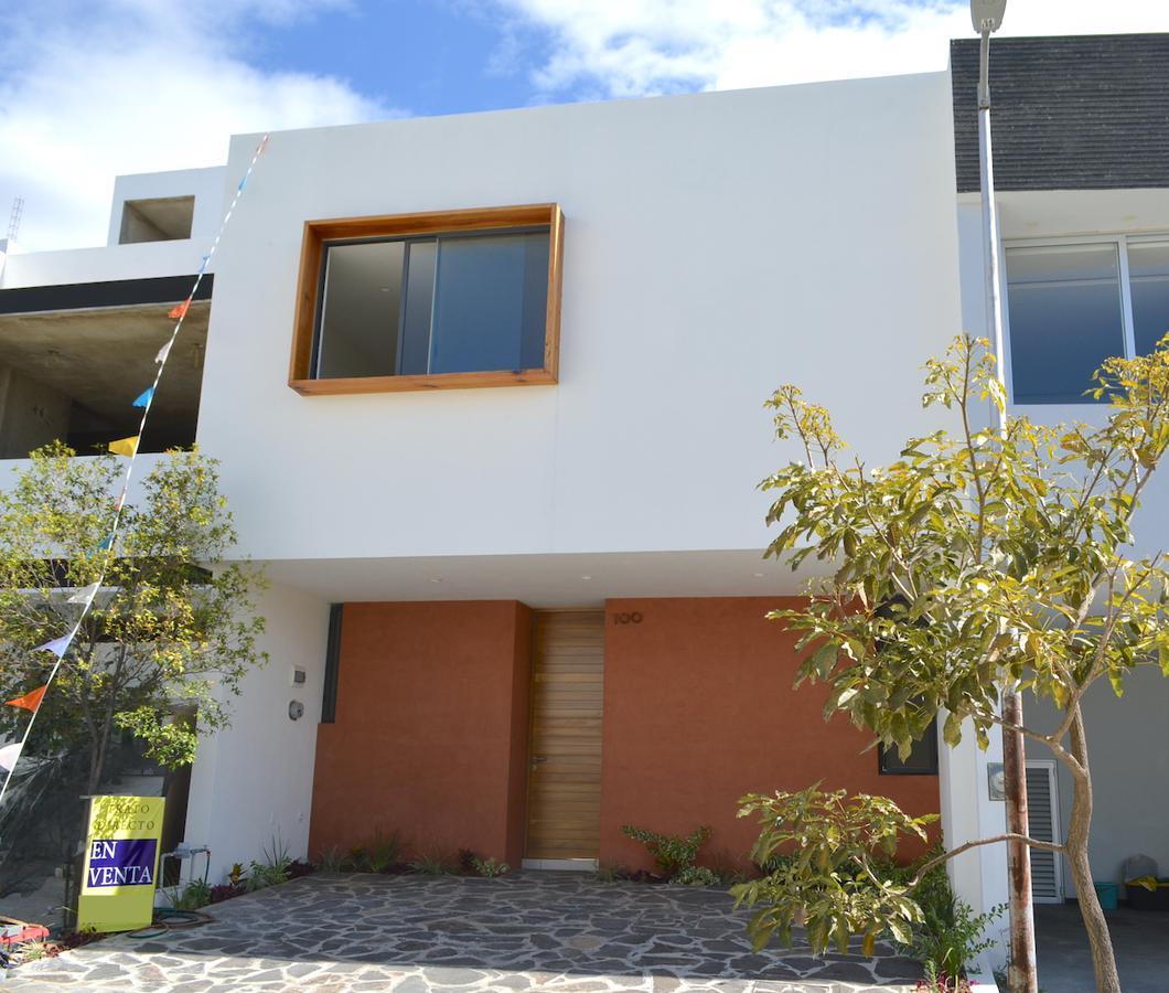 Foto Casa en Venta en  Fraccionamiento Valle Imperial,  Zapopan  Avenida del Bosque Real 1507 100 Coto Avellano