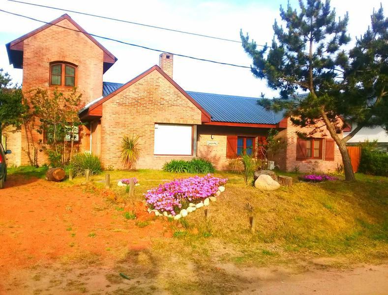 Foto Casa en Alquiler en  Montoya,  La Barra  La Barra , a metros de Montoya, Punta del Este Maldonado ,ALQUILER Uruguay
