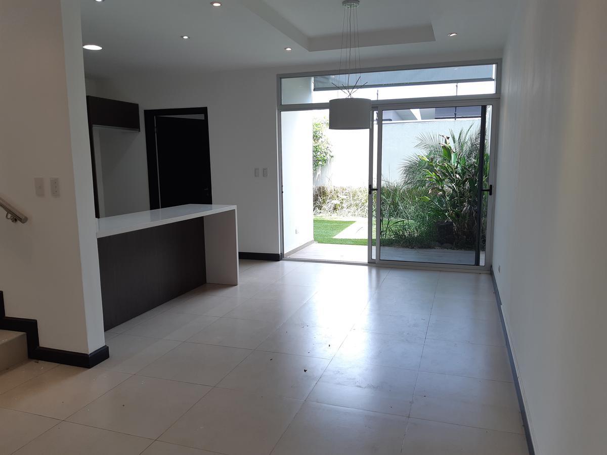 Foto Casa en condominio en Renta en  Santa Ana ,  San José  Casa en Condominio en Santa Ana/ 2 niveles/ Jardín / Piscina