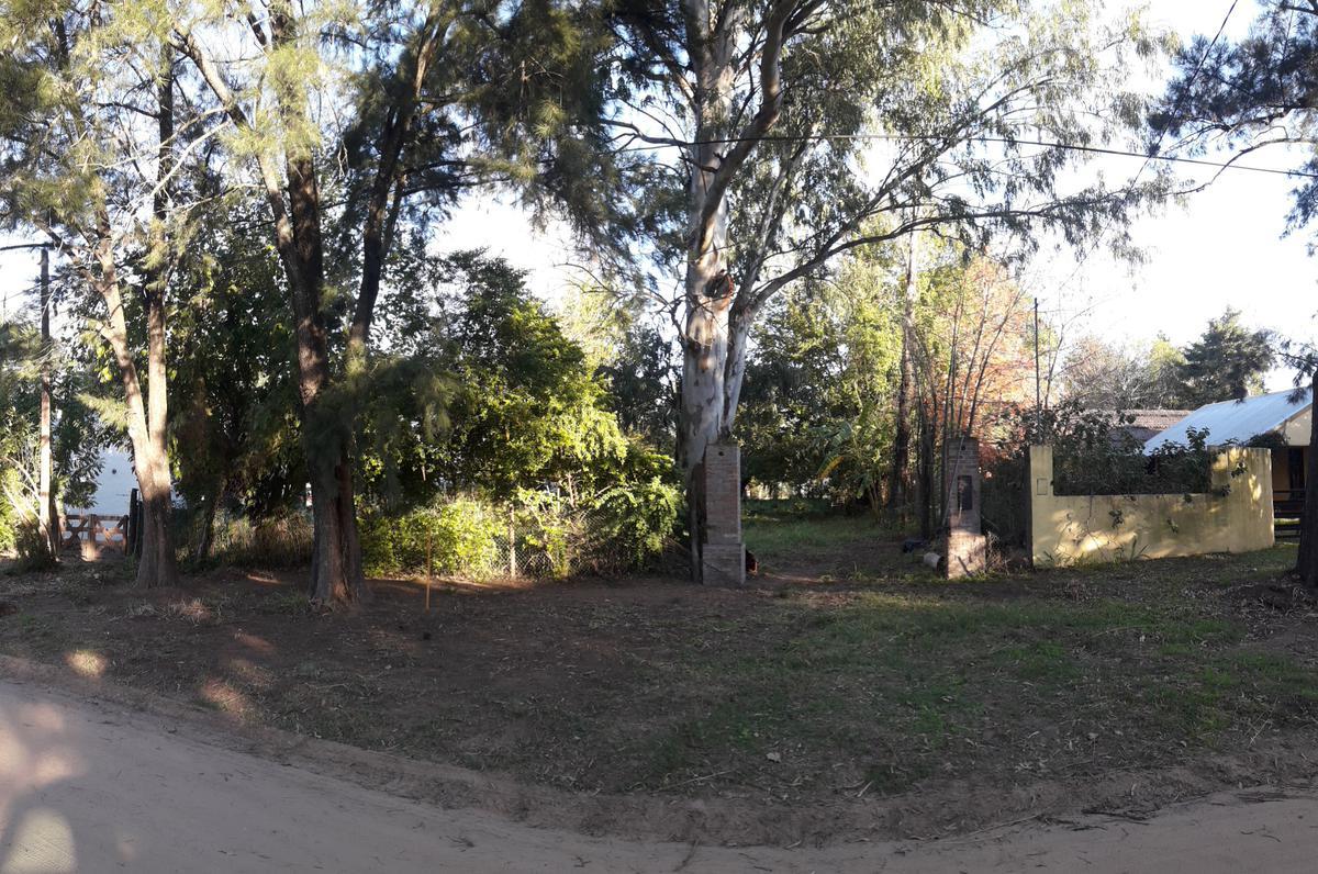 Foto Terreno en Venta en  Santa Fe,  La Capital  A 1 cuadra y media de la Ruta 1 (altura Kilbel) Los Zorzales entre Talas y Guindas