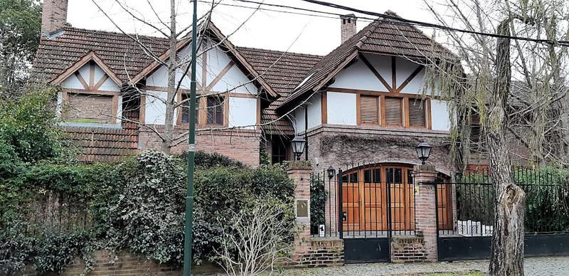 Foto Casa en Venta |  en  Las Lomas-Horqueta,  Las Lomas de San Isidro  Mansilla al 900