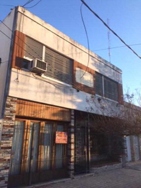 Foto Casa en Venta en  Lomas de Zamora Oeste,  Lomas De Zamora  Laprida 1084