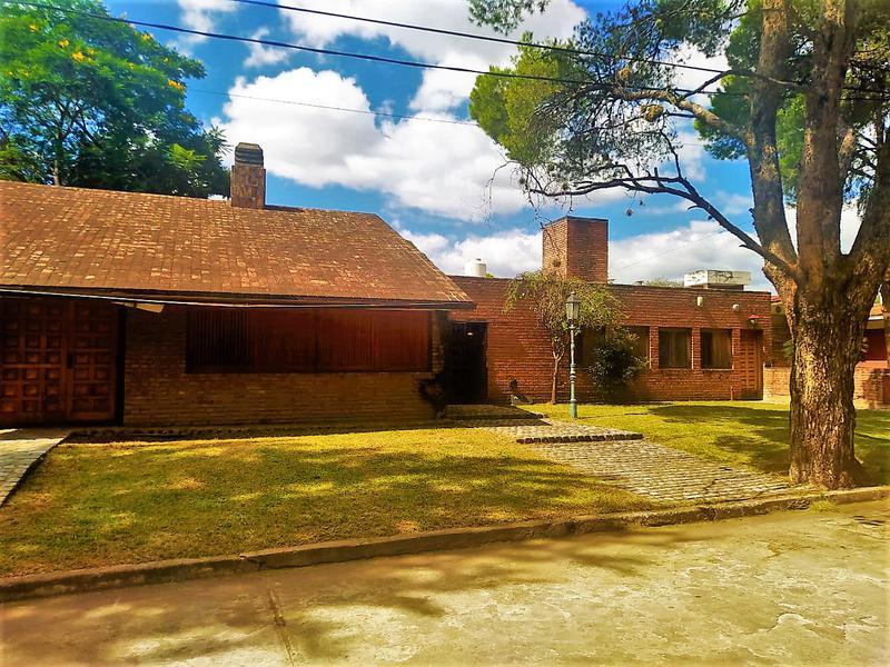Foto Casa en Venta en  Jardin,  Cordoba  Casa de 3 dormitorios en venta en Barrio Jardín Espinosa. Con escritura. Apto crédito.