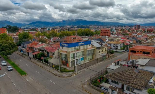 Foto Edificio Comercial en Venta en  Este,  Cuenca  Av. 10 de Agosto y Cornelio Merchán
