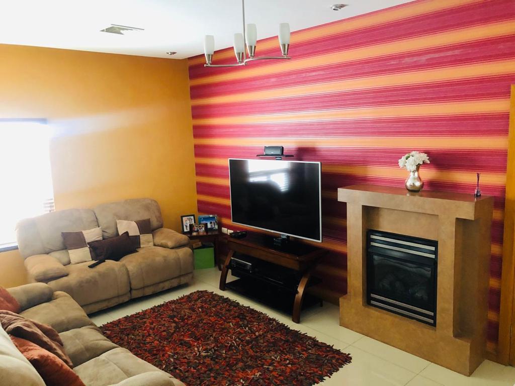 Foto Casa en Venta en  Chihuahua ,  Chihuahua  CUMBRES DE SAN FRANCISCO, FRACC. PRIVADO. IMPECABLE RESIDENCIA, 4 RECAMARAS, LA PPAL. EN PLANTA BAJA.