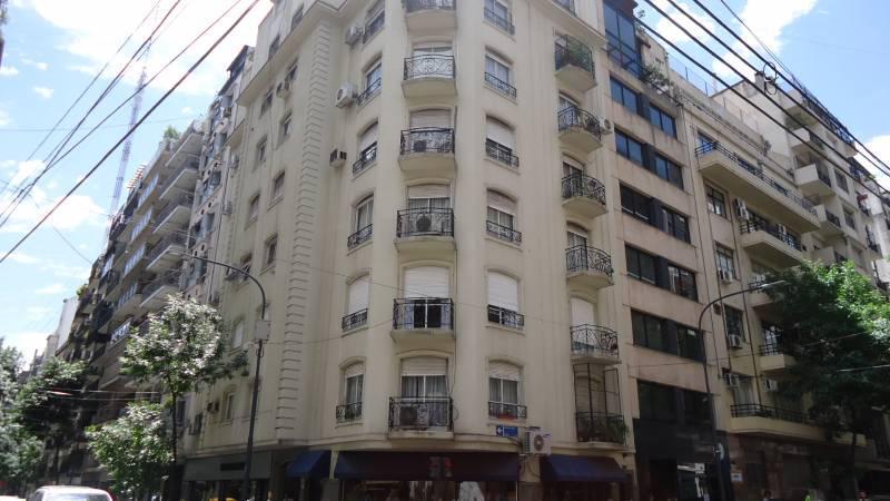 Foto Departamento en Venta en  Recoleta ,  Capital Federal  Arenales  esq. Azcuénaga, 4 Piso. Todo esquina. Muy Luminoso