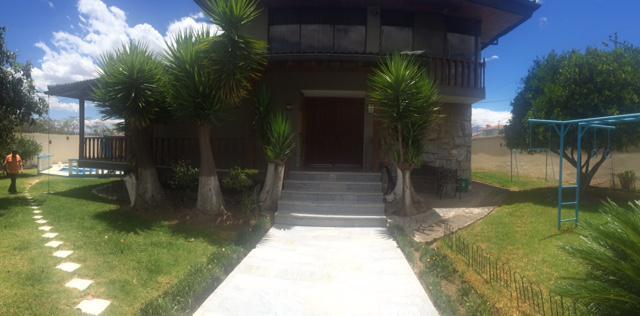 Foto Casa en Venta en  Cumbayá,  Quito  CUMBAYA, VENTA AMPLIA CASA C/PISCINA, 4 DORMITORIOS. MA