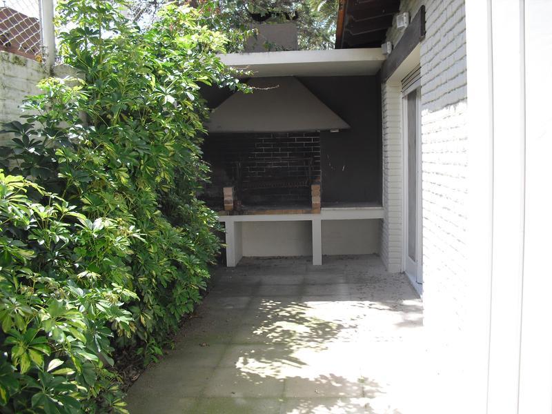 Foto Casa en Alquiler en  La Lucila-Libert./Rio,  La Lucila  Debenedetti al 300