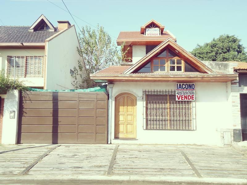 Foto Casa en Venta en  Quilmes Oeste,  Quilmes  Intendente Oliveri nº 2458 e/ Lisandro de la Torre y Estanislao del Campo