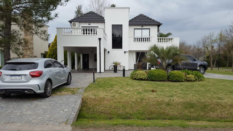 Foto Casa en Venta en  El Lauquen,  Countries/B.Cerrado  Venta - Casa amoblada en El Lauquen