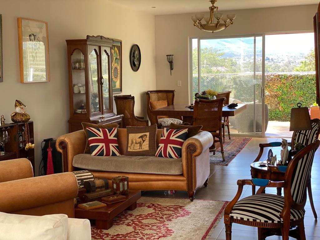 Foto Casa en Venta | Alquiler en  Cumbayá,  Quito  Casa de venta o arriendo ubicada dentro de la Urbanización La Viña