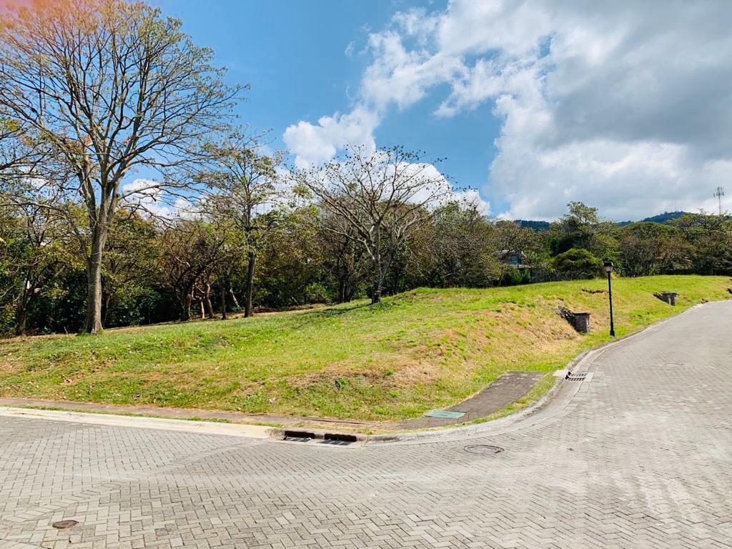 Foto Terreno en Venta en  Santa Ana ,  San José  Alto de las palomas / Esquinero / Ubicación privilegiada