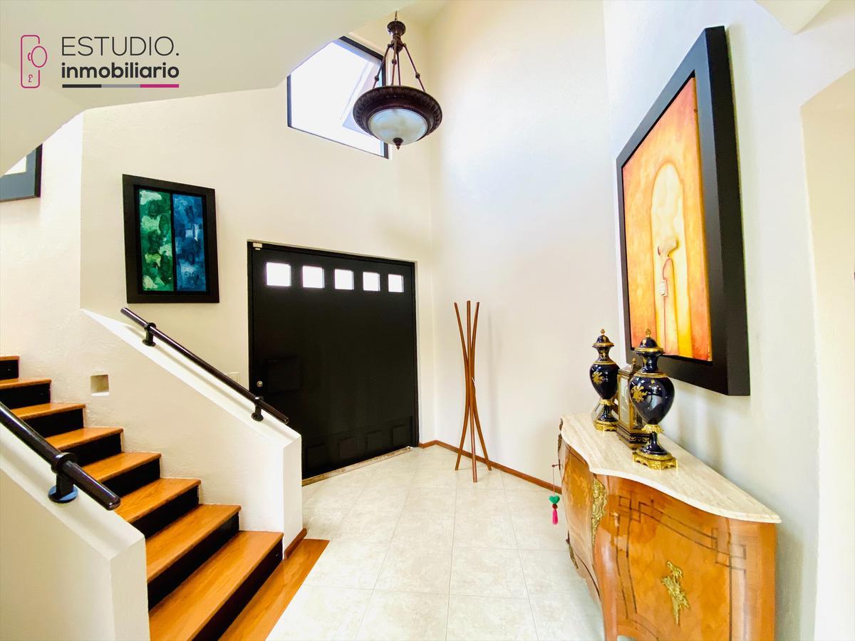 Foto Casa en Venta en  Lomas Country Club,  Huixquilucan  CASA EN VENTA LOMAS COUNTRY CLUB. seguridad, excelente ubicación.