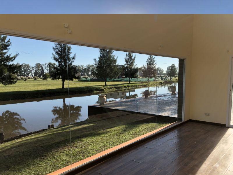 Foto Casa en Venta en  San Eliseo Golf & Country,  Countries/B.Cerrado  Hermosa casa en San Eliseo al lago